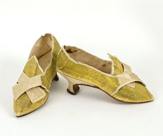 Silk brocade shoes with Italian heels, c.1775-1785, English, heels are made of wood covered with cream colored silk. Gold silk brocade uppers. Lined with beige linen. The soles are of leather. | Vintage Textile