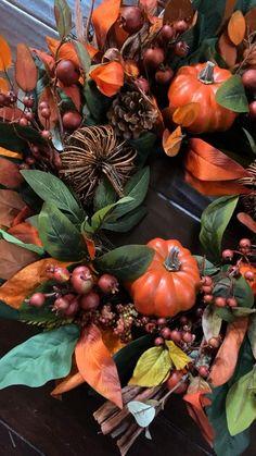 Diy Fall Wreath, Autumn Wreaths, Fall Diy, Dollar Tree Christmas, Fall Planters, Berry Wreath, Deco Floral, Natural Christmas, Pumpkin Wreath