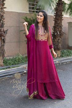 55 New Ideas Wedding Winter Outfit Sleeve Indian Wedding Outfits, Pakistani Outfits, Indian Outfits, Designer Plus Size Clothing, Designer Dresses, Indian Designer Suits, Kurti Designs Party Wear, Salwar Designs, Winter Dresses