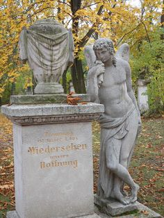 Engelsfigur: St. Marxer Friedhof  Friedhöfe, Cemeteries, Wien, Vienna, Mozart Headstone Inscriptions, Autumn Rain, Hush Hush, Vienna, Garden Sculpture, Travel, Artworks, Fotografia, Ghosts