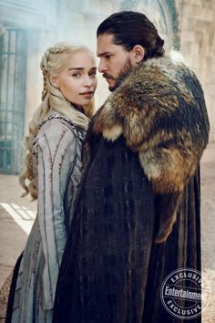 Daenerys Targaryen and Jon Snow (Emilia Clarke and Kit Harington) for Entertainment Weekly Game Of Thrones Besetzung, Dessin Game Of Thrones, Game Of Thrones Quotes, Game Of Thrones Funny, Game Of Thrones Ending, Game Of Thrones Khaleesi, Game Of Thrones Poster, Game Of Thrones Dragons, Game Of Throne Daenerys