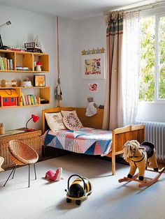 mid-century modern furniture makes this kid's room amazing! #estella #kids #decor