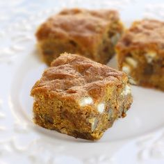 We love all things pumpkin! With Halloween and Thanksgiving right around the corner. pumpkin treats are one of our main desserts! Here are 50 mouth-watering pumpkin desserts Köstliche Desserts, Delicious Desserts, Dessert Recipes, Healthier Desserts, Brownie Recipes, Pumpkin Recipes, Fall Recipes, Holiday Recipes, Holiday Ideas