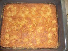 Βάζουμε σε ένα μεγάλο μπόλ το τριμένο καλοκύθι, τα αυγά, το ελαιόλαδο, το γιαούρτι, τα 300γρ. φέτα τριμένη με τα χέρια μας... το μπέικιν και το αλεύρι για όλες τις χρήσεις...... Easy Cooking, Cooking Time, Cooking Recipes, Middle Eastern Dishes, Middle Eastern Recipes, Spinach And Cheese, Cauliflower Soup, Greek Recipes, Lasagna