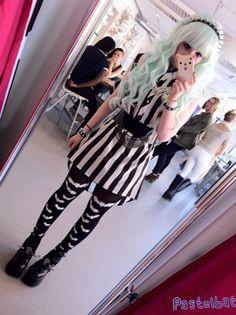 Adorable outfit and hair *-* Punk lolita style. Estilo Goth Pastel, Pastel Punk, Pastel Goth Fashion, Pastel Grunge, Soft Grunge, Pastel Blue, Fashion 90s, Harajuku Fashion, Kawaii Fashion