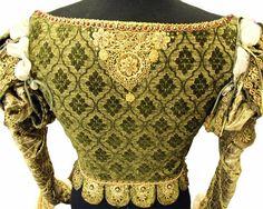 Мишель Каррагер (Michele Carragher) — лондонская вышивальщица и иллюстратор, которая работает над костюмами в кино- и телевизионной продукции на протяжении 15 лет. На данный момент работает над костюмами к сериалу «Игра престолов»