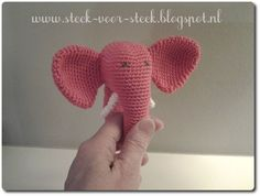 Stitch for stitch: Pattern rattle Crochet Art, Crochet For Kids, Crochet Dolls, Free Crochet, Crochet Patterns, Baby Esther, Baby Shower Gifts, Baby Gifts, Funny Elephant