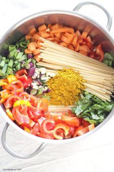 {Flott und pflegeleicht} Mein OnePotMenue: Süßkartoffelsuppe, Curry-Kokos-Pasta, Beeren-Crisp