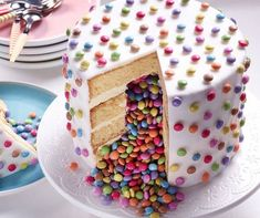 Pie with surprise effect - backen - Cake-Kuchen-Gateau Food Cakes, Cupcake Cakes, Cupcake Frosting, Sweets Cake, Bolo Pinata, Pinata Cupcakes, Surprise Inside Cake, Cake Recipes, Dessert Recipes