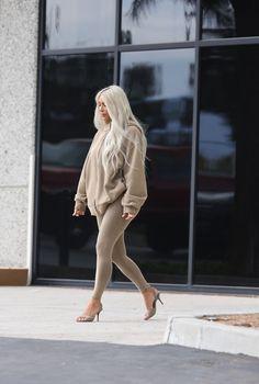 Broke Girl's Guide To Dressing Like Kim Kardashian Pics) Yeezy Outfit, Kendall Jenner Outfits, Kardashian Style, Kardashian Jenner, Kim Kardashian Closet, Kim Kardashian Yeezy, Kylie Jenner, Fashion Killa, Girl Fashion