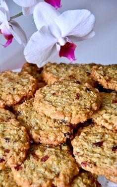 Biscuiti cu fulgi de ovaz | Cristina Oțel Baby Food Recipes, Dessert Recipes, Cooking Recipes, Healthy Recipes, Desserts, Dessert Ideas, Healthy Biscuits, Good Food, Yummy Food