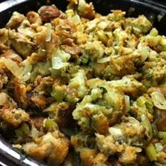 stuffing Making this moist bread dressing in a slow cooker is an excellent way to free up the oven for other dishes on a busy cooking day. Slow Cooker Bread, Slow Cooker Recipes, Crockpot Recipes, Cooking Recipes, Oven Recipes, Slow Cooking, Cooking Tips, Crockpot Stuffing, Pranks