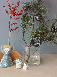 een kerstbal met handlettering Chalkboard Markers, Chalkboard Art, Xmas, Christmas, Glass Vase, Planter Pots, Fall Chalkboard Art, Chalkboard Sayings, Navidad