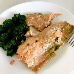 Baked salmon parcel with lemon, olive oil and lemon thyme, sauteed spinach with . Baked Salmon Lemon, Dill Salmon, Garlic Salmon, Lemon Olive Oil, Salad Topping, Sauteed Spinach, Seafood, Baking, Fish