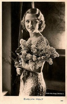 """""""Evelyn Holt (1908-2001) was a highly popular German film actress in the late silent and the early sound era."""" #vintage #actress #1920s #German #movies #films"""