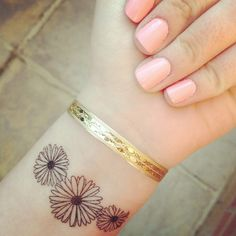 daisy wrist tattoo. I would love to get this for my Mamaw. Her favorite flower!