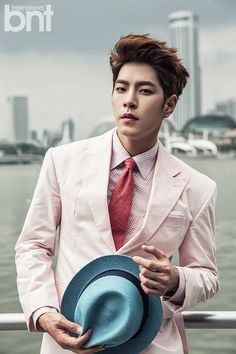 Hong Jong Hyun is a gentleman touring Singapore for 'International bnt' + explains his 'We Got Married' behavior controversy | http://www.allkpop.com/article/2015/02/hong-jong-hyun-is-a-gentleman-touring-singapore-for-international-bnt-explains-his-we-got-married-behavior-controversy