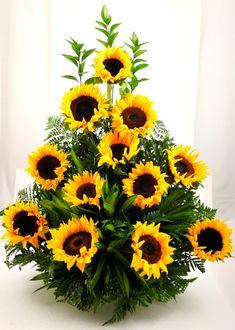 Simple Centerpieces, Flower Centerpieces, Flower Decorations, Large Flower Arrangements, Funeral Flower Arrangements, Sunflower Pictures, Good Morning Flowers, Rose Bouquet, Horticulture