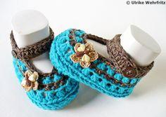 Diese Babyschühchen sind für die Farbaktion AugustLust in den Farben   natur (hier beige und braun) und türkis gefertigt.   Die Babyschuhe sind m...