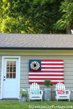 DIY American Fence Flag - such a statement in the garden eclecticallyvintage.com