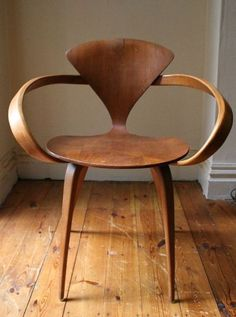 NORMAN CHERNER, Cherner Chair, 1958. Material molded plywood, manufactured by Norman Cherner, USA. #funkyfurniture