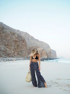 Vacation style - flowy pants like this (as long as they come in LONG) Fashion Me Now, Womens Fashion, Beach Fashion, Petite Fashion, Fashion Fashion, Fashion Trends, Travel Outfit Summer, Summer Outfits, Beach Outfits
