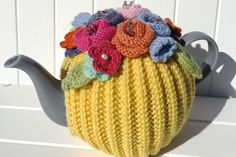Inspiration as far as the eye can see Crochet Crafts, Crochet Projects, Knit Crochet, Knitting Stitches, Knitting Patterns, Blue And White Living Room, Knitted Tea Cosies, Tea Cozy, Creative Crafts