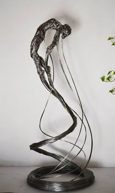Wire Sculpture by Richard Stainthorp Wire Art Sculpture, Wire Sculptures, Steel Sculpture, Fantasy Wire, Human Art, Art Techniques, Installation Art, Love Art, Metal Art