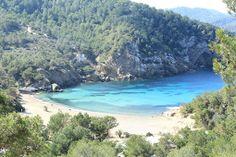 Una de las calas mas famosas de Ibiza, Benirras  http://ibiza-travel.net/playa-de-benirras/