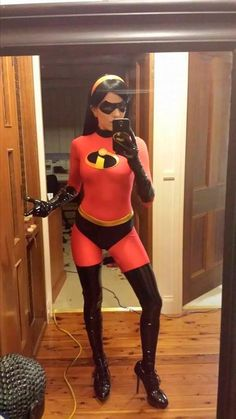 Cosplay girls have a special way of making even the goofiest looking costume look incredibly sexy. Cosplay girls have a special way of making even the goofiest looking costume look incredibly sexy. Disney Cosplay, Cosplay Anime, Costume Halloween, Cool Costumes, Fantasia Disney, Amazing Cosplay, Best Cosplay, Cosplay Outfits, Cosplay Girls