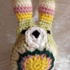 Lapin vert, rose et jaune en crochet, amigurumi