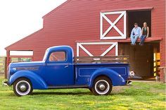 Engagement photos at the Red Barn at Bauer Ranch. Photo by Dizzy Bee Photography.