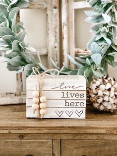 Wood Block Crafts, Wooden Projects, Book Projects, Painted Wood Signs, Painted Books, Diy Wood Books, Home Crafts, Diy Crafts, Farmhouse Books