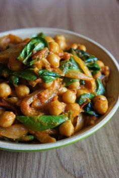 Delicacies and Wonders: Dahl chickpeas with onions and spices (dish in . Indian Food Recipes, Asian Recipes, Ethnic Recipes, Healthy Eating Tips, Healthy Recipes, India Food, Exotic Food, Indian Dishes, Food Inspiration