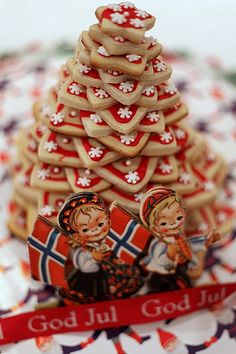 Kransekake is a traditional Scandinavian dessert. Usually, it is made from marzipan rings and often served at weddings or Christmas. (Link to recipe might NOT be gluten-free) Norwegian Christmas, Danish Christmas, Noel Christmas, Scandinavian Christmas, Scandinavian Style, Christmas Treats, Christmas Baking, Holiday Treats, Christmas Cookies