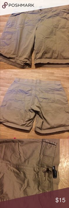 Shorts Khaki shorts by Lee. Size 22 worn a few times. Lost weight so they are too big. They are very comfortable relaxed fit. They have elastic waistband in the back. Double buttons and zipper. Lee Shorts Bermudas