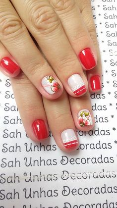 Para quem usa unhas curtas, vejam 28 modelos lindos de unhas decoradas!! 89 Fotos de Unhas Curtas Decoradas ACESSE AGORA AO MELHOR CURSO DE MANICURE, PREÇO ESPECIAL SOMENTE HOJE ((CLIQUE AQUI)) Spring Nails, Cute Nails, Nail Art, Beauty, Rose, Art Nails, Nail Art Flowers, Floral, Red Toenails