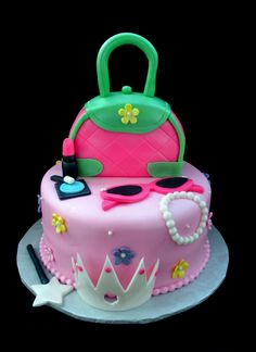 Sweet and Sassy Purse Cake (no tiara) 13 Birthday Cake, Barbie Birthday, Birthday Ideas, Apple Cake Pops, Jungle Cake, Handbag Cakes, Make Up Cake, Cake Decorating Techniques, Girl Cakes