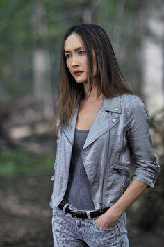 Nikita - Nikita (Maggie Q) - Grey-on-grey denim-on-denim