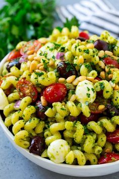 These Easy Pasta Salad Recipes Are Perfect for Summer Potlucks - Healthy Eating - Nudelsalat İdeen Pasta Salad For Kids, Easy Pasta Salad Recipe, Pesto Pasta Salad, Summer Pasta Salad, Pasta Salad Italian, Easy Salad Recipes, Pasta Recipes, Summer Salads, Pasta Salat