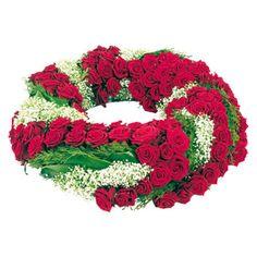 [ PROFONDS REGRETS ] Couronne de roses composée de roses rouges, gypsophile. #Deuil #FleursDeuil #CouronneDeuil #LivraisonFleursDeuil