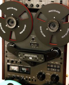 Akai GX-635D RTR tape deck. From facebook page:  https://www.facebook.com/odechelette/photos/a.294841930718751.1073741832.266187900250821/598431180359823/?type=3&theater