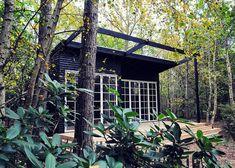 Teenage anneks i haven - #SILVANDIY Backyard Cabin, Backyard Studio, Dream Garden, Home And Garden, Granny Pod, Small Space Living, Pergola, Outdoor Structures, Architecture