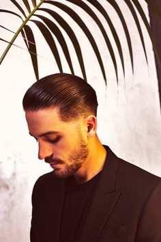 G-eazy with a beard lawwwwdddd I'm all for young face Gerald too though Temp Fade Haircut, Fade Haircut Styles, Hair Styles, Slick Hairstyles, Hairstyles Haircuts, Haircuts For Men, Medium Haircuts, Dread Hairstyles, Medium Skin Fade