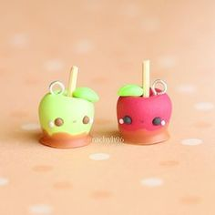 Hi everyone! Here are a pair of kawaii toffee apple charms I made for the Halloween theme over on @crafters.wonderland! Hope you like them! ✌ #polymerclay #polymer #clay #cute #kawaii #art #craft #handmade #miniature #polymerclaycharms #sculpey #fimo #premo