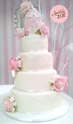 Bird Cage Wedding Cake www.sweetandthecity.com