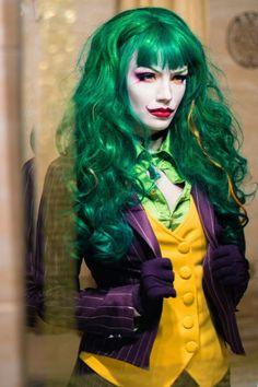 Female Cosplay of Joker. Pretty cool! - Ander