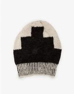 Soft woven beanie with effortlessly modern style. Features a ribbed opening and black geometric front design.  •Woven beanie •Handmade •Ribbed opening •Black geometric design •100% soft alpaca
