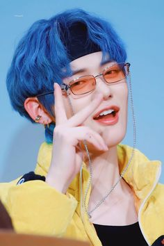 Kpop, Elvis Presley, Hair Icon, Peinados Pin Up, The Dream, Fandom, Korean Men, Boyfriend Material, Blue Hair