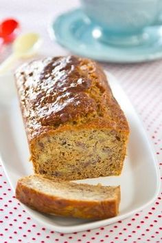 My mother always made banana cake.Simple, Fast and Decadent Banana nut bread - Your family will want you to make it every day Fun Desserts, Delicious Desserts, Yummy Food, Bread Recipes, Cake Recipes, Dessert Recipes, Banana Nut Bread, Oatmeal Bread, Muffins